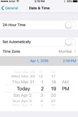 Toggle the date and time Manually/Automatically